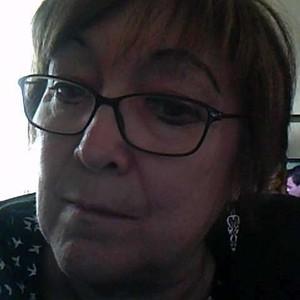 Femme brune de 66ans à Les Herbiers